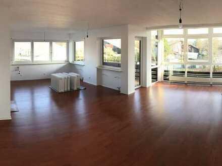 neu sanierte sonnige 3-Zi-Wohnung mit Berg und Seeblick, Osternach in Prien mit überdachtem Balkon