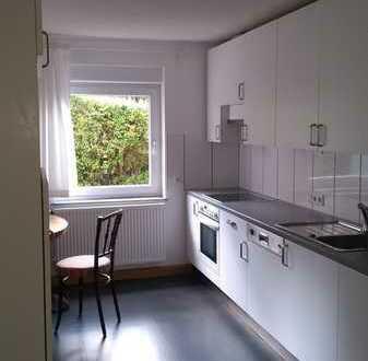Schöne, sanierte 3-Zimmer-Erdgeschosswohnung mit Balkon und Einbauküche in Würzburg
