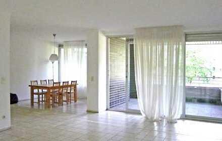 Helle, grosszügige 3,5-Zimmer-Wohnung mit grossen Loggia und Balkon in Oberkassel
