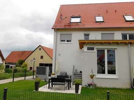 Hochwertig renovierte DHH , 146 m² Wfl., großer Garten, CP und STP, sympathische Umgebung..!