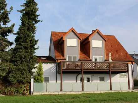 Zwei Häuser in Feldrandlage