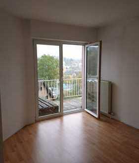 Schöne und helle 2 Zi.- Wohnung mit großem Balkon