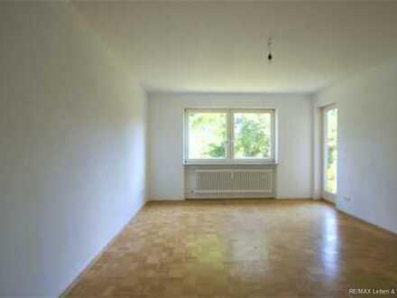 RE/MAX Germering  Wunderschöne,renovierte 4 Zimmerwohnung (EG) mit Balkon und Garten zu vermieten