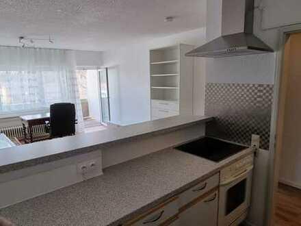 Frisch sanierte 1,5-Zimmer-Wohnung mit balkon,Einbaukuche,Fahrstuhl,mobliert,Parkplatz