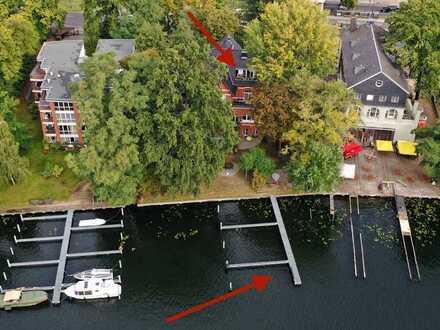 Repräsentative Dachgeschosswohnung mit Bootsliegeplatz und zwei Pkw-Stellplätzen!