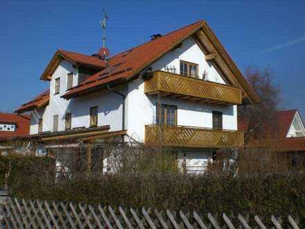 Wunderschöne, helle 2 Zi DG Wohnung - Sichtdachstuhl - Balkon - v. Privat