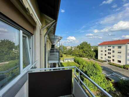 Grosszuegige 4,5-Zimmer-Maisonette-Wohnung mit Suedbalkon, EBK und Keller in Ka-Oststadt