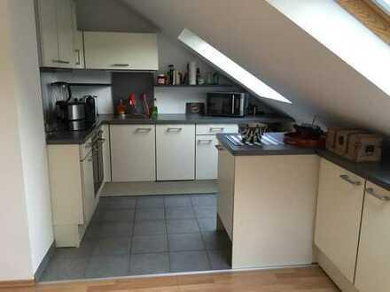 2-Zimmer Dachgeschosswohnung mit Einbauküche