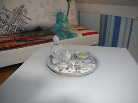 Möbeliertes Zimmer mit seperater Küche und Bad