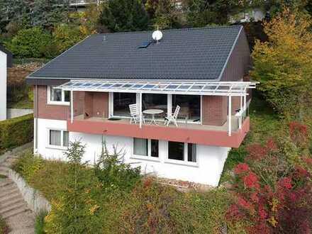 Geräumiges Einfamilienhaus in schöner Aussichtslage !
