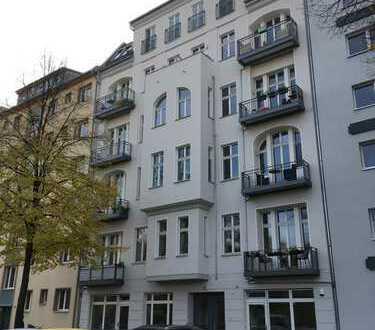 Wunderschöne, renovierte geräumige 2-Zi-Whg mit Balkon und Einbauküche in Charlottenburg