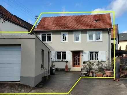 Vollständig renoviertes Einfamilienhaus mit vier Zimmern, Garage, Scheune + Einbauküche in Weinsheim
