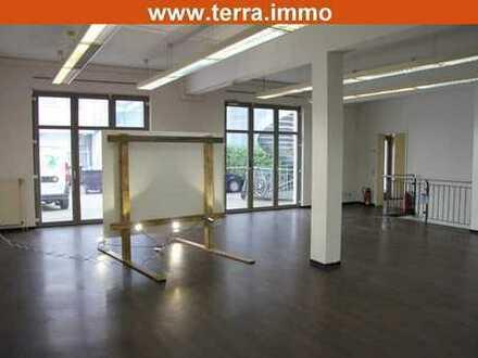 Provisionsfrei! Komplettes Gebäude mit Ladenflächen, Lager + Büro! Nähe Fußgängerzone!