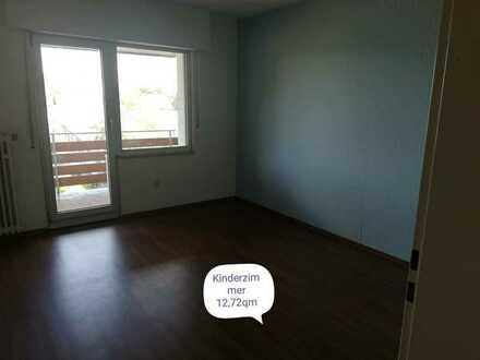 Preiswerte, gepflegte 3-Zimmer-DG-Wohnung mit Balkon in Grevenbroich