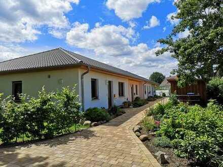 Erstbezug mit Terrasse und Garten: 2-Raum-Wohnung inmitten der Natur