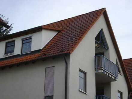 Helle Dachgeschosswohnung in Eningen u.A., ideal für junge Paare im 6 Familienhaus.