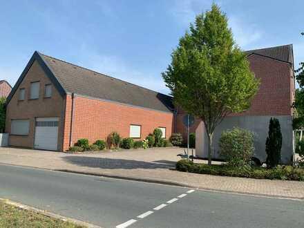 Lagergebäude im Ort ca. 416 qm mit Bürohaus ca. 523 qm zur Weiternutzung oder Umbau zu Wohnzwecken