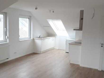 Helle, neuwertige 2-Zimmer-Dachgeschosswohnung mit EBK in Heilbronn