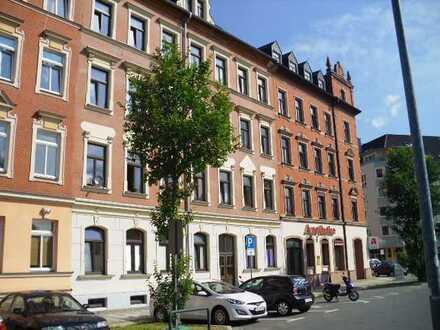 1 Raum Single Wohnung 32m² neues Laminat, Küche mit Fenster, Bad mit Wanne