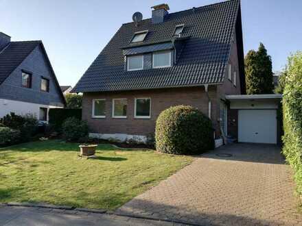 Freistehendes Einfamilienhaus in exklusiver, ruhiger Wohnlage in Langenfeld-Wiescheid