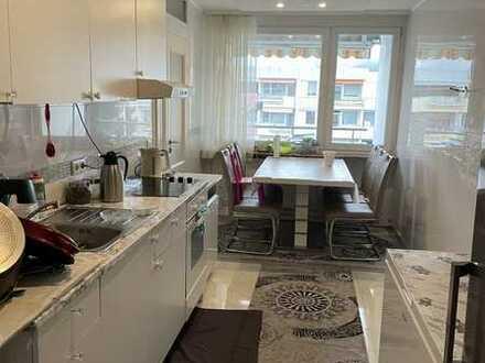 Sonnige , geräumige 4 Zimmer-Wohnung mit EBK , Balkon in Freiburg im Breisgau