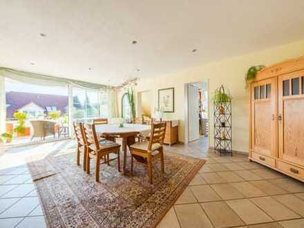 Gepflegte 7-Zimmer-Maisonette-Wohnung mit Balkon und Einbauküche in Freiburg