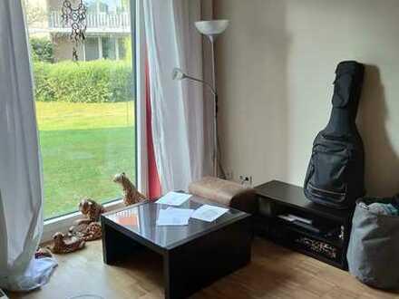 Suchen nette/n Mitbewohner/in in 2er Wohngemeinschaft. Schöne ruhige Lage mit Terrasse in Hamburg Ra