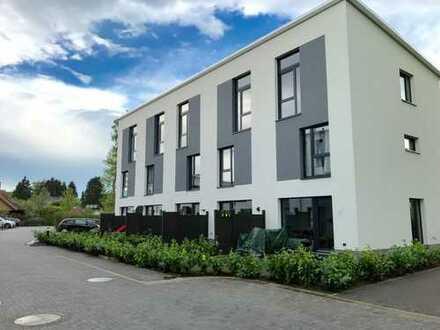 Modernes Architekten Stadt-Reihenhaus mit Garten und Dachterrasse, 2 Bädern + Gast-WC