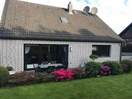 Freistehendes Einfamilienhaus mit großem Garten, Terrasse und Doppelgarage verteilt auf 538m²