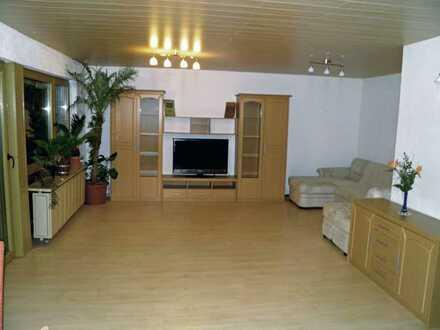 Exklusive, gepflegte 3-Zimmer-Wohnung mit Balkon und EBK in Schönaich