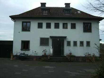 freistehende Rheinblickvilla auf Parkgelände in Porz-Ensen
