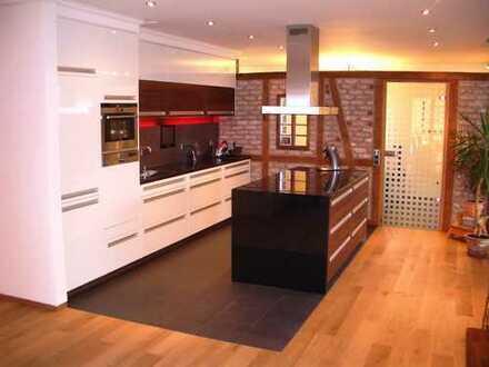Hochwertige Etagenwohnung für Büro und Wohnzwecke