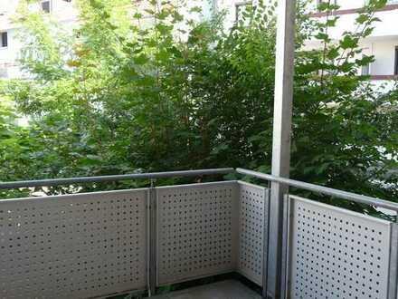 """Modernisierte Wohnung - großer überdachter Balkon mit Blick ins """"Grüne"""" Pforzheim"""