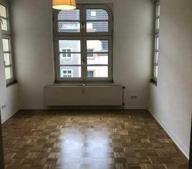 Stilvolle, modernisierte 3-Zimmer-Wohnung mit Balkon in Düsseldorf