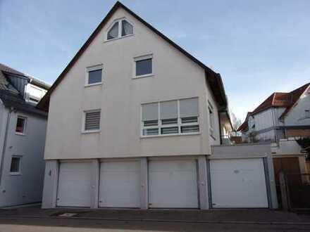 Moderne 2-Zimmer-Maisonette-Wohnung mit Einbauküche und Einzelgarage