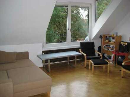 Gepflegte 2,5-Zimmer-DG-Wohnung mit Einbauküche in Hannover