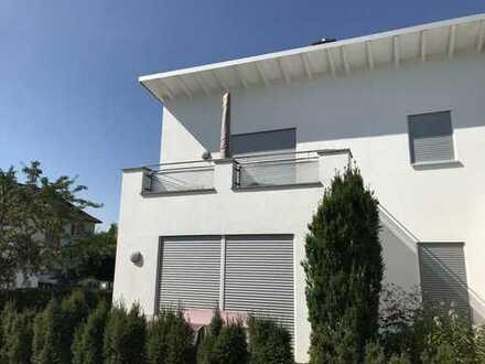 Doppelhaushälfte, schön und hell mit Terasse
