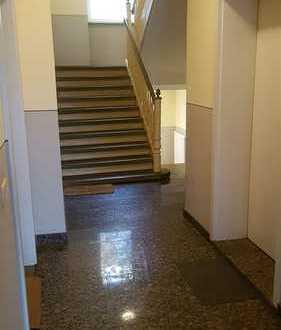 2 Raum-Wohnung mit Balkon, Tageslichtbad, Dusche, Wanne etc. - frisch renoviert!