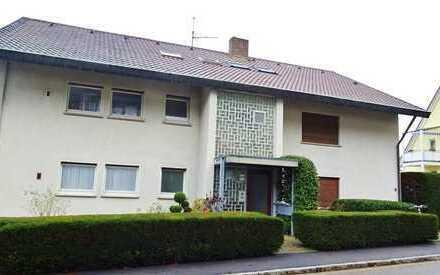 Geräumige und ruhig gelegene 5 Zi. Wohnung - mit Terrasse und sehr großem Garten !