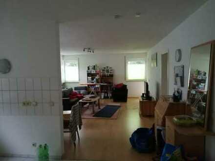 Lichtdurchflutete 2-Zimmer-EG-Wohnung mit Balkon/Terrasse und Einbauküche in Beuren
