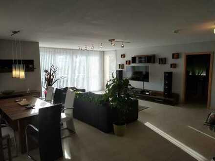 helle luxuriöse 3 Zimmer-Wohnung mit Blick zum Garten