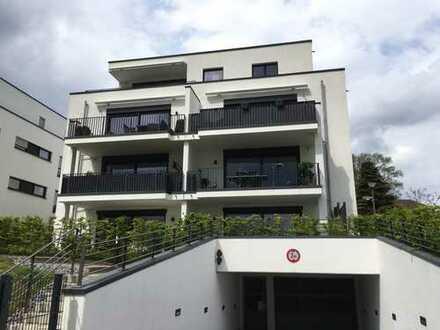 Neuwertige 2,5-Zimmer-Wohnung mit Terrasse und Garten