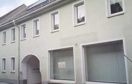 Kapitalanlage oder Eigennutzung! Mehrfamilienhaus mit 3 Wohnungen und 87 qm Büro- oder Ladenfläche