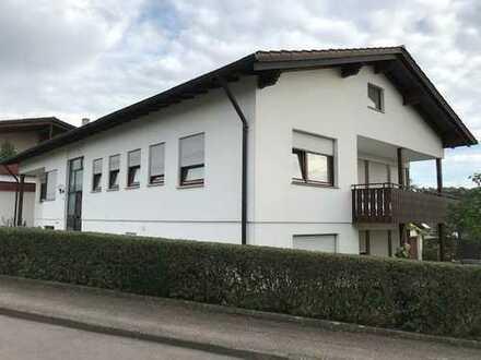 Gepflegte 5-Zimmer-Wohnung mit Balkon und EBK in Oberriexingen in einem 2 Familienhaus