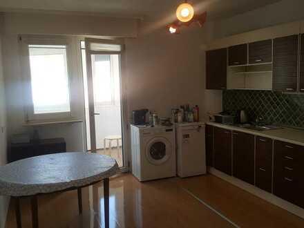 Exklusive, geräumige 1-Zimmer-Wohnung mit Balkon und EBK in Karlsruhe