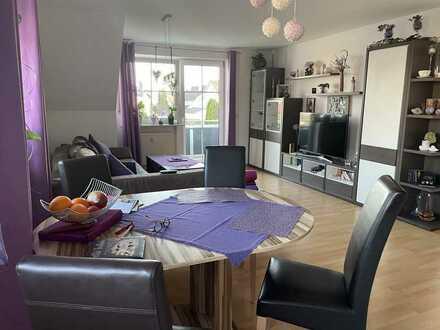 Gepflegte Wohnung mit drei Zimmern sowie Balkon und Einbauküche in Ergolding