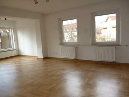 **Erstklassig sanierte 4-Zimmer-Altbauwohnung - Ruhige Wohnlage Nähe Innenstadt**
