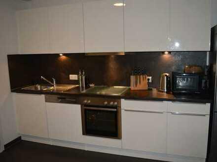 Charmante 3-Zimmer-Maisonettewohnung mit 2 Balkonen im ruhigen Innenhof an der Alsterkrugchaussee