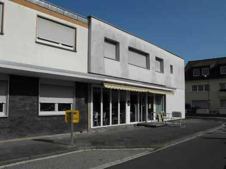 Schicke 3ZKB Wohnung mit großem Gewerbeteil zu verkaufen