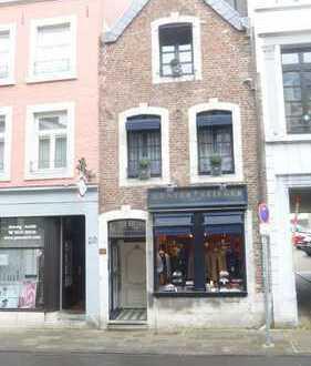 Exklusive, gepflegte 2-Zimmer-Wohnung mit Balkon und EBK in Aachen